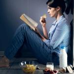 Ăn đêm có bị đau dạ dày hay không?